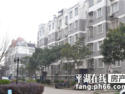 清波公寓1楼车库15平方 地面汽车位一只全装修带设施有钥匙15968371158