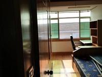 大南门新村5楼94平方2室简装,附带23平方自行车库,满2年售价126.8万