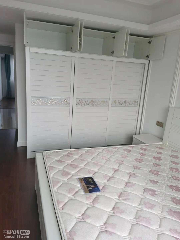 豪华装修,一线东湖景观房,拎包即可入住,设施齐全,有图片