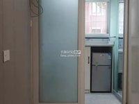 精装首租设施齐全,虽平方不大但空调冰箱该有的都有