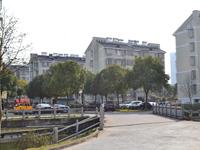 池海小区旁边是平湖吾悦广场最近的小区,交通便利。