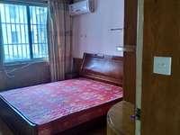 该房位于白金大酒店对面,房子整洁干净,周边配套设施齐全,照片实拍